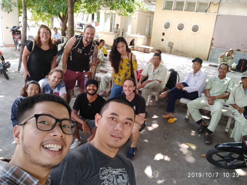 Hình phát cơm từ thiện chung ở khoa thận - bệnh viện tỉnh Bình Định tháng 10/2019.